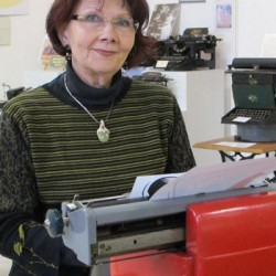 Jeanne Sala, fondatrice du « musée » de la machine à écrire.